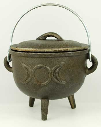 Triple Moon cast iron cauldron  4