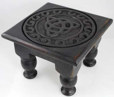 Small Triquetra Altar Table 6 inches
